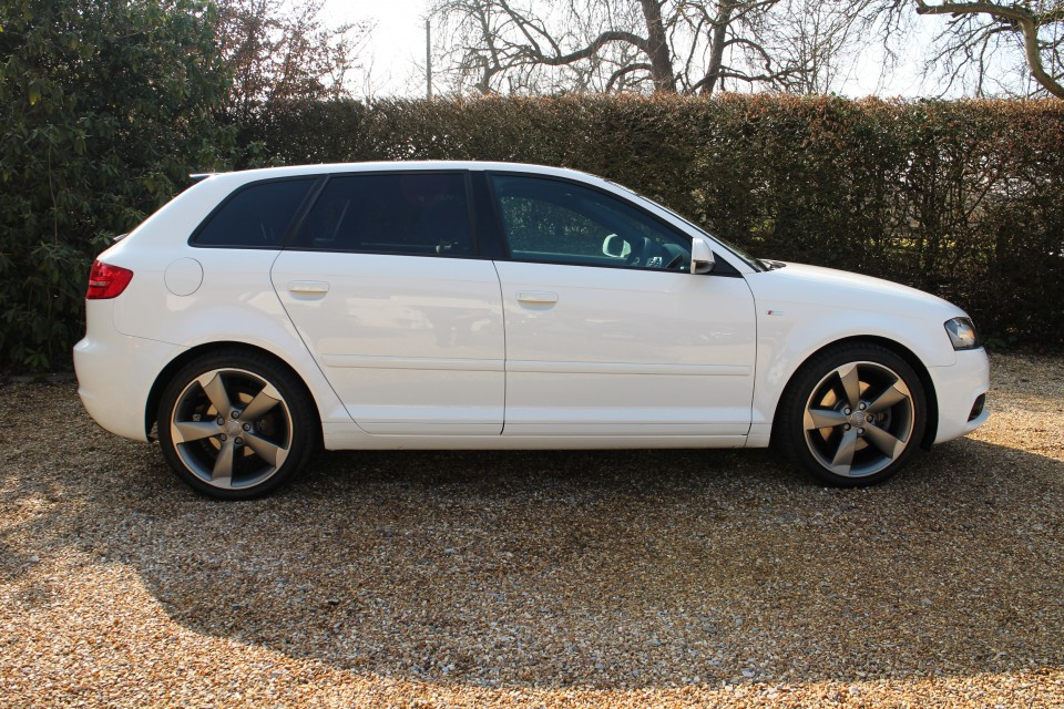 audi a3 2 0 black edition sportback s tronic quattro tfsi hedinghams. Black Bedroom Furniture Sets. Home Design Ideas